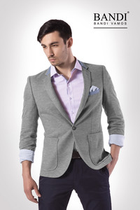 Příklad outfitu se sakem, košilí a kalhotami Volba, která Vám pomůže k tomu, aby Vás brali vážně. Foto: Pánské obleky BANDI