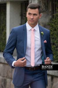 Elegantně sladěná kravata s kapesníčkem
