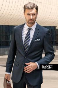 Příklad tmavší pruhované kravaty a světlejšího kapesníčku
