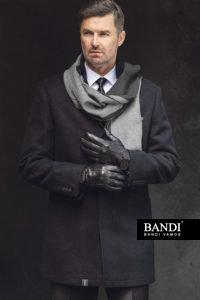 V zimě doplňte oblek tmavým kabátem